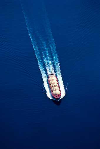 Oil Industry「An aerial view of a boat on water for the oil industry」:スマホ壁紙(10)
