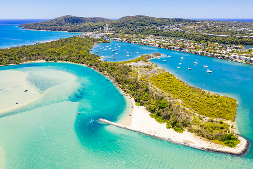 Queensland「An aerial view of Noosa River and the ocean at Noosa Heads」:スマホ壁紙(8)