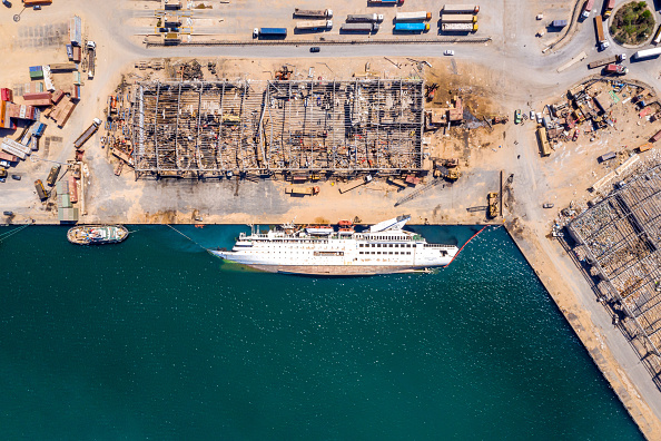 Exploding「Beirut Port Partially Open For Aid Shipments」:写真・画像(9)[壁紙.com]