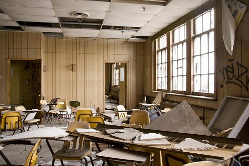 Upside Down「Abandoned School」:スマホ壁紙(2)