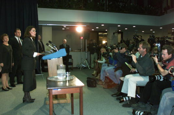 Tallahassee「Florida Secretary of State Katherine Harris Talks to The Press」:写真・画像(18)[壁紙.com]
