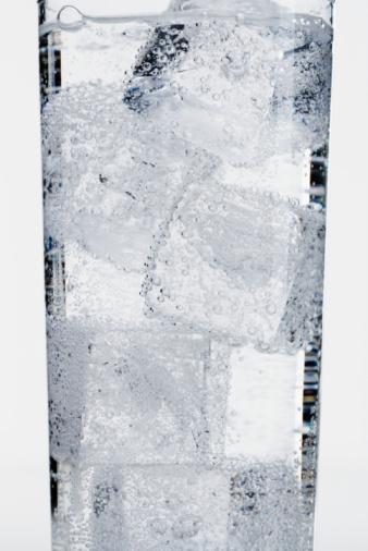 氷「Ice Cubes in Glass of Water」:スマホ壁紙(8)