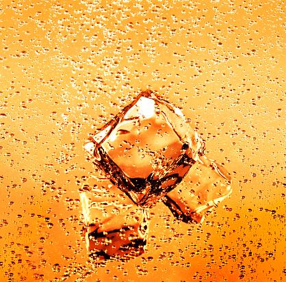 Juice - Drink「Ice cubes in refreshing orange juice drink」:スマホ壁紙(9)