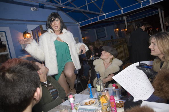 Phillippe Diederich「Drag Queens Add Spice To Weekly Bingo Night」:写真・画像(15)[壁紙.com]