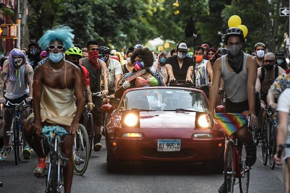Brooklyn - New York「Brooklyn Drag Queens March To Celebrate Pride」:写真・画像(13)[壁紙.com]