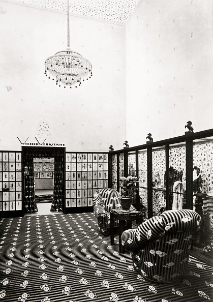 "Wiener Werkstaette Style「Showroom of the Wiener Werkstaette. The ""Austrian Building"" at the Werkbund (German Work Federation) Exhibition of 1914 in Cologne. Designed by Josef Hoffmann and Eduard Josef Wimmer-Wisgrill. Cologne. Photograph. 1914.」:写真・画像(1)[壁紙.com]"