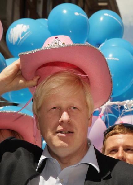 Humor「Gay Pride March Through London」:写真・画像(4)[壁紙.com]