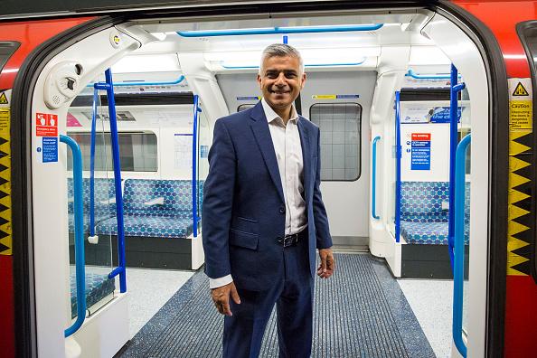 Land Vehicle「Historic Night For London Underground As Trains Run through The Night」:写真・画像(0)[壁紙.com]
