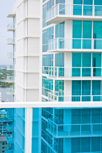 Gulf Coast States「Miami florida highrise condo building with blue solar glass balconies」:スマホ壁紙(8)