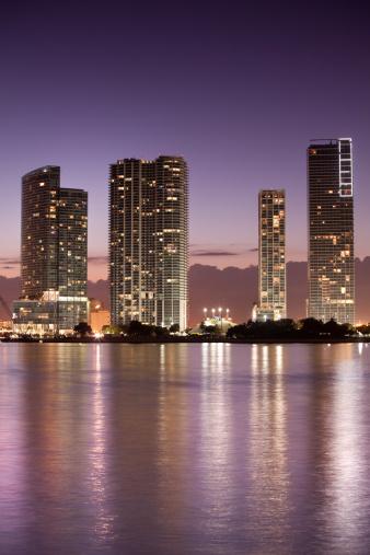 Miami Beach「マイアミフロリダの夜の街並み」:スマホ壁紙(13)