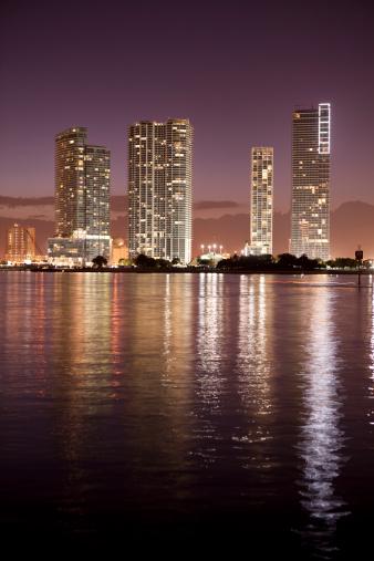 Miami Beach「マイアミフロリダの夜の街並み」:スマホ壁紙(2)
