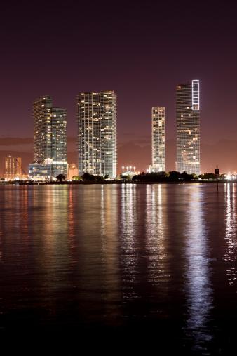 Miami Beach「マイアミフロリダの夜の街並み」:スマホ壁紙(17)
