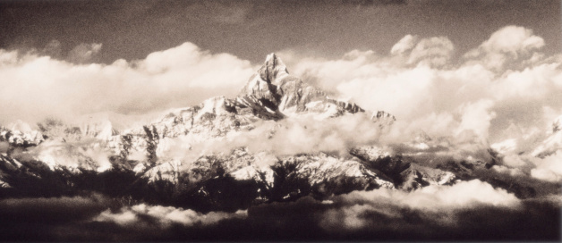 Annapurna Conservation Area「Nepal, Annapurna range, fishtail mountain (B&W)」:スマホ壁紙(8)