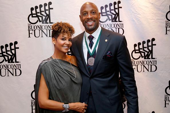 アロンゾ モーニング「32nd Annual Great Sports Legends Dinner To Benefit The Miami Project/Buoniconti Fund To Cure Paralysis - Legends Reception」:写真・画像(13)[壁紙.com]