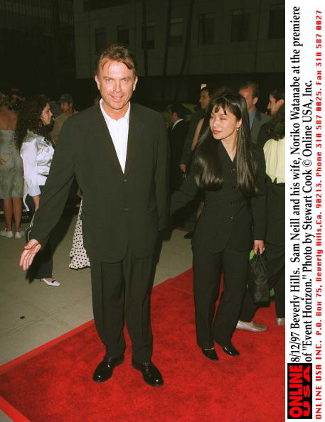 "Horizon「8/12/97 Beverly Hills, CA. Sam Neill and his wife, Noriko Watanabe at the premiere of ""Event Horizon」:写真・画像(0)[壁紙.com]"