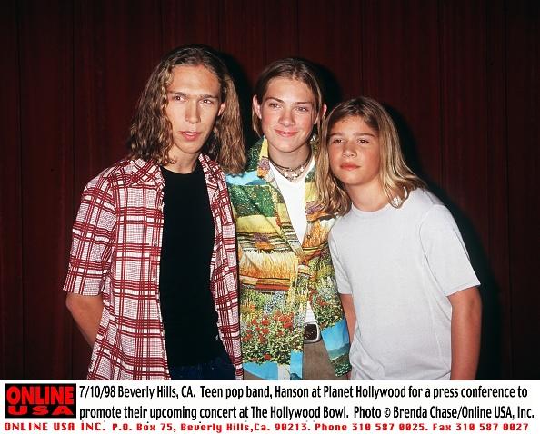 ミュージシャン「7/10/98 Beverly Hills, CA. Teen pop band, Hanson at Planet Hollywood for a press conference to promo」:写真・画像(18)[壁紙.com]