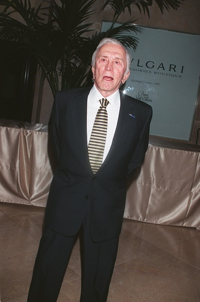 David Keeler「Kirk Douglas At The Beverly Hilton Hotel For The 1999 Scopus Awards By T」:写真・画像(5)[壁紙.com]