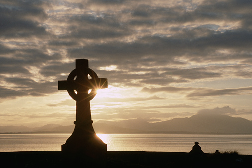 Abbey - Monastery「Celtic Crosses at the Abbey of St. Michael on Ballinskelligs Bay」:スマホ壁紙(13)