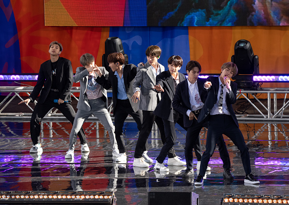 "Kim Tae-Hyung「BTS Performs On ""Good Morning America""」:写真・画像(16)[壁紙.com]"