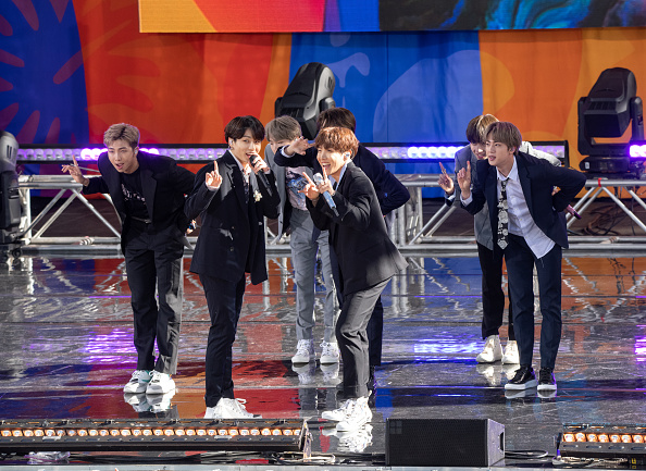 "Kim Tae-Hyung「BTS Performs On ""Good Morning America""」:写真・画像(19)[壁紙.com]"