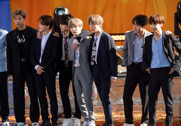 "Kim Tae-Hyung「BTS Performs On ""Good Morning America""」:写真・画像(15)[壁紙.com]"