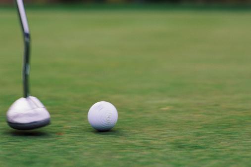 Putting - Golf「Foot view of putted ball」:スマホ壁紙(10)