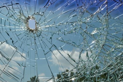 ひびが入ったガラス「シャッターウィンドウ」:スマホ壁紙(15)