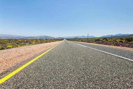 Dividing Line - Road Marking「Asphalt highway in South Africa」:スマホ壁紙(8)