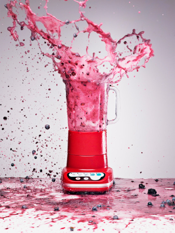 Antioxidant「Berry juice splashing from blender」:スマホ壁紙(13)