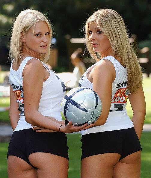 Two People「UK: Euro 2004 Anti-Violence Squad Launch」:写真・画像(5)[壁紙.com]
