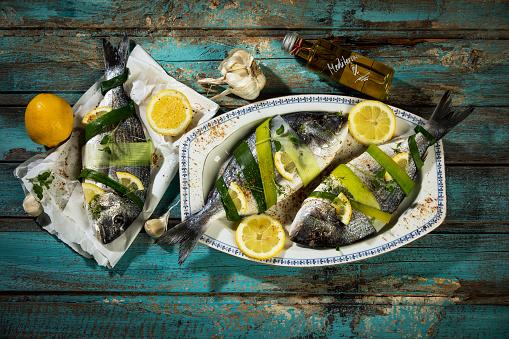 Fish「Sea breams on plate」:スマホ壁紙(1)