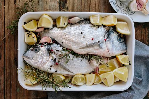 Garlic Clove「Sea Breams in baking dish with fresh lemon, rosemary and pepper」:スマホ壁紙(17)