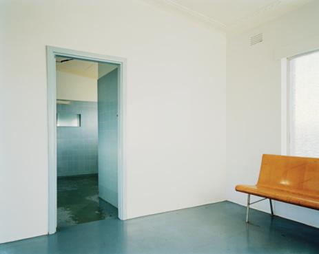 Public Restroom「Doorway to lavatories in station waiting room」:スマホ壁紙(1)
