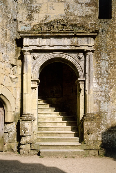Arch - Architectural Feature「Doorway to the Great Hall, Old Wardour Castle, near Tisbury, Wiltshire, c2000s(?)」:写真・画像(0)[壁紙.com]