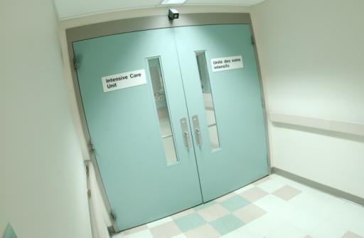 Bilingual「Doorway to intensive care」:スマホ壁紙(15)