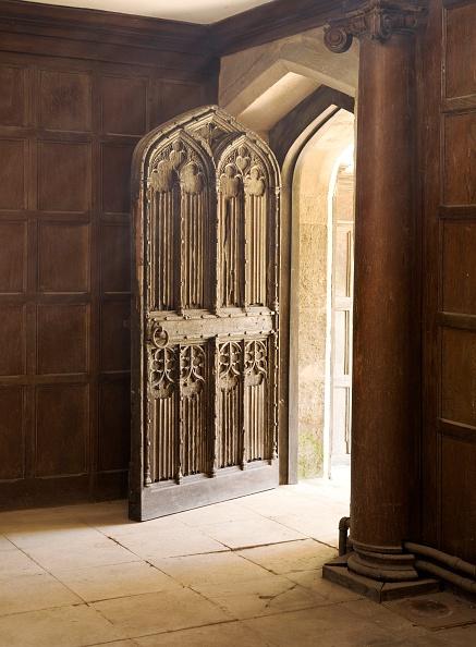 Wood Paneling「Doorway to the Great Hall, Apethorpe Palace, Northamptonshire, 2008」:写真・画像(6)[壁紙.com]