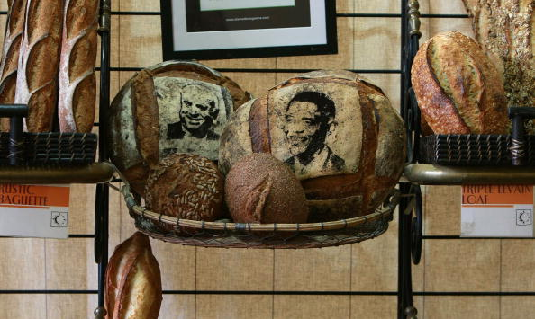 Loaf of Bread「Bay Area Bakery Stencils McCain And Obama Faces Onto Bread」:写真・画像(16)[壁紙.com]