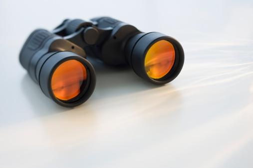 探求「Binoculars on table」:スマホ壁紙(19)