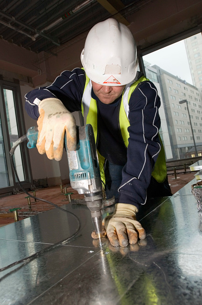 Construction Site「Man drilling hole in metal panel, St Paul's Square, Old Hall Street, Liverpool, UK」:写真・画像(12)[壁紙.com]