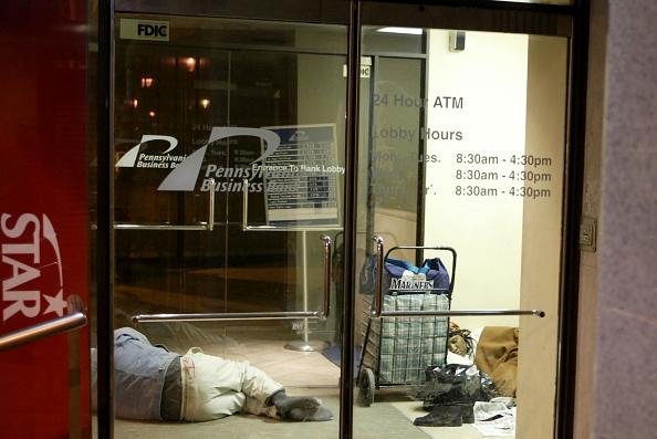 Solitude「Homeless Struggle With Cold In Philadelphia」:写真・画像(10)[壁紙.com]
