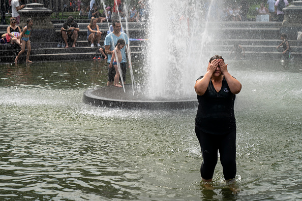 Drew Angerer「Sweltering Heat Wave Pushes Heat Index Past 100 Degrees In New York City」:写真・画像(5)[壁紙.com]