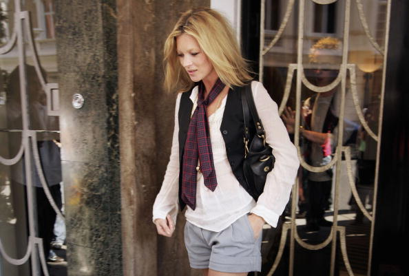 スカーフ「Model Kate Moss Leaves Claridges Hotel」:写真・画像(7)[壁紙.com]