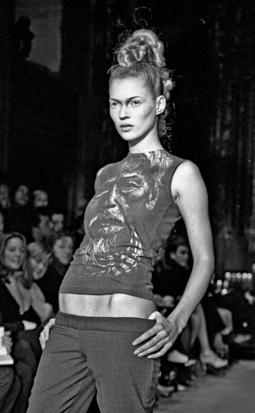 1990-1999「Kate Moss At McQueen's NY Debut」:写真・画像(3)[壁紙.com]