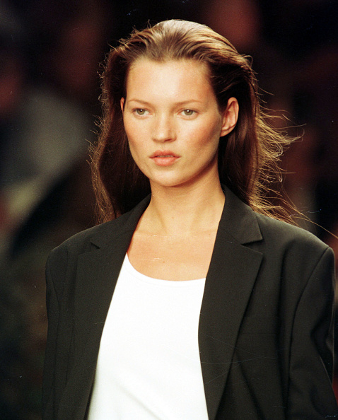 1990-1999「Model Kate Moss Walks The Runway At The Calvin Klein Spring Fashion Show In New York September 18」:写真・画像(3)[壁紙.com]