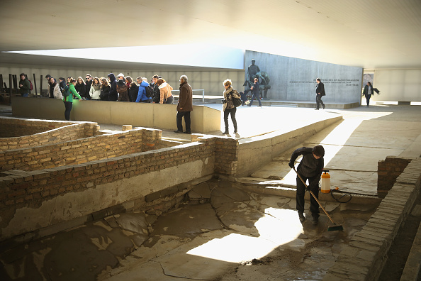 Sweeping「Sachsenhausen Concentration Camp Liberation 70th Anniversary Nears」:写真・画像(1)[壁紙.com]