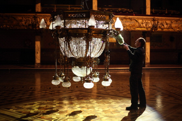 Chandelier「Cleaners Give Blackpool Tower Ballroom A Good Spring Clean」:写真・画像(17)[壁紙.com]