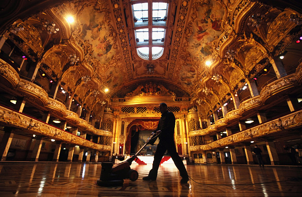 Parquet Floor「Cleaners Give Blackpool Tower Ballroom A Good Spring Clean」:写真・画像(3)[壁紙.com]