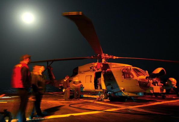 Skyscraper「U.S. Warships Prepare For Possible War With Iraq In The Red Sea 」:写真・画像(17)[壁紙.com]
