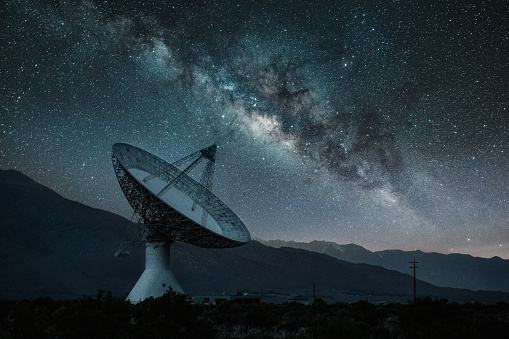 Milky Way「Radio Telescope Observatory under starry night」:スマホ壁紙(17)