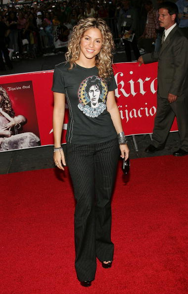 "Gray Shirt「Shakira At Virgin Times Square To Promote ""Fijacion Oral""」:写真・画像(4)[壁紙.com]"